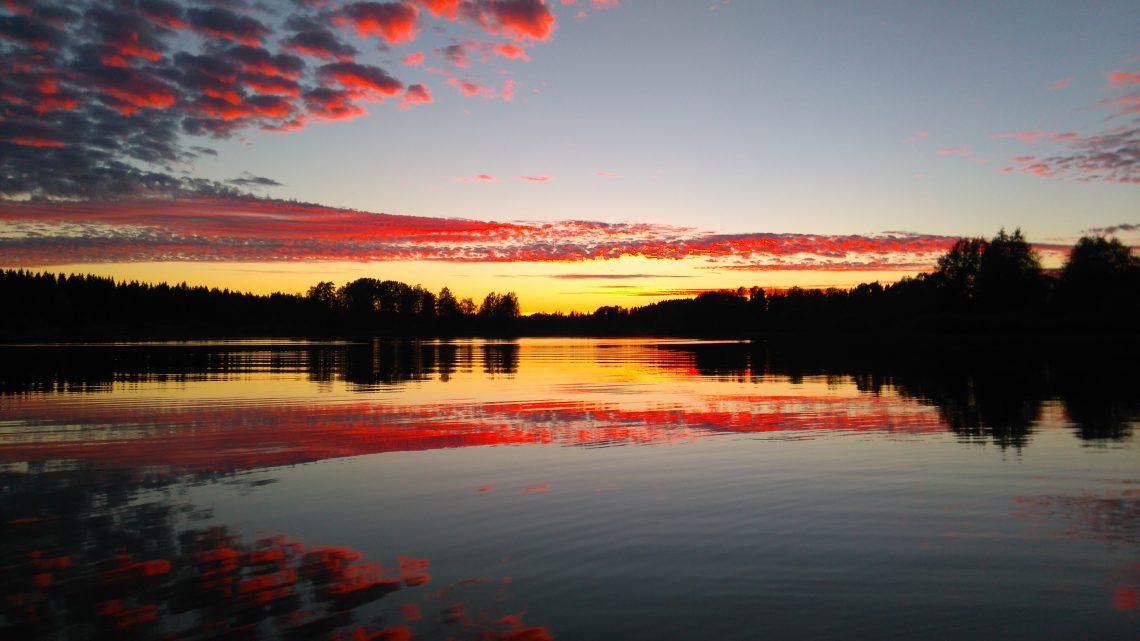 Auringonlasku Jämijärvellä.