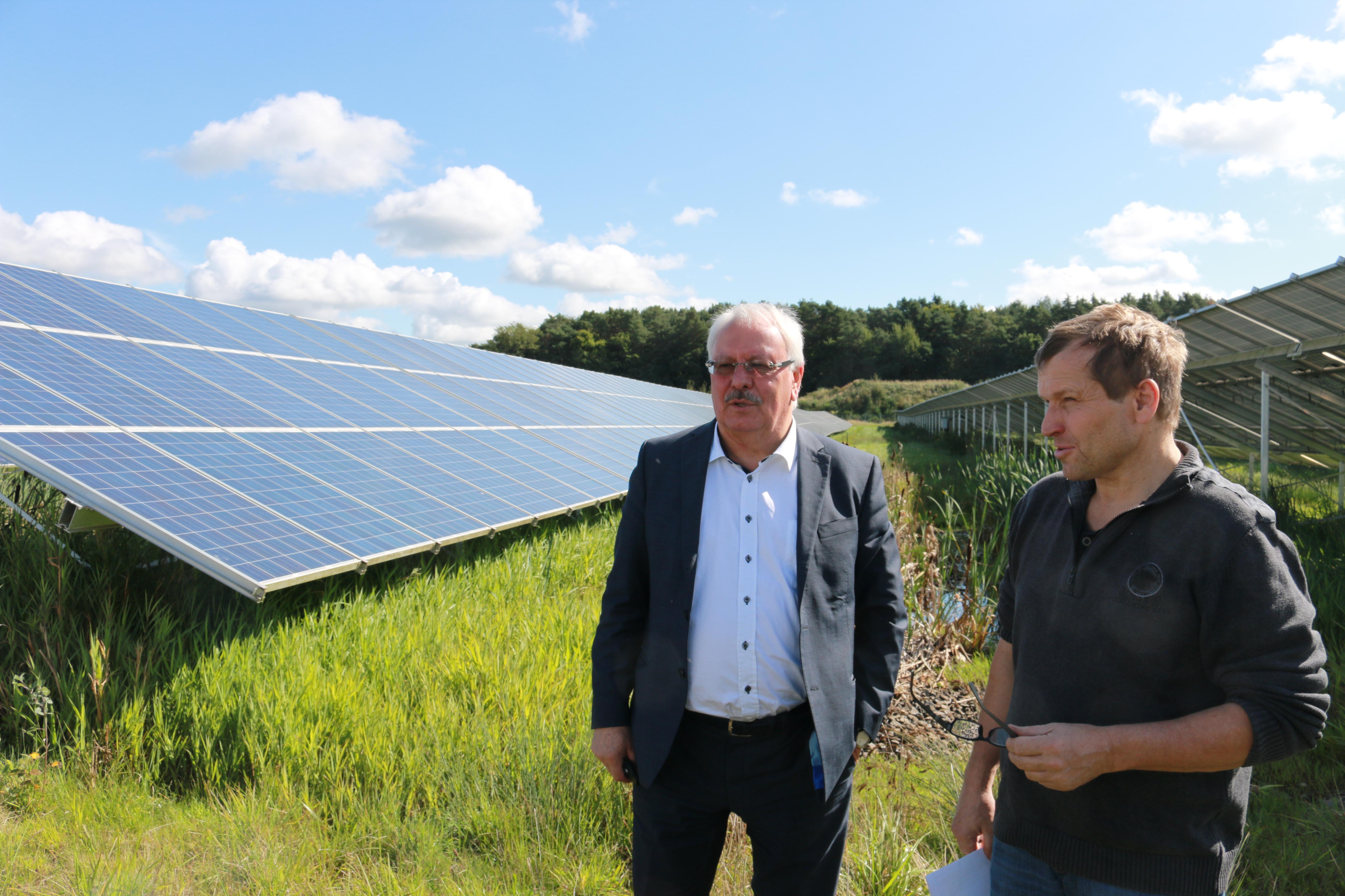 Aurinkopaneelipeltoa Geisenfeldissä